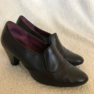 Shoes - Black ankle bootie heels size 7.5